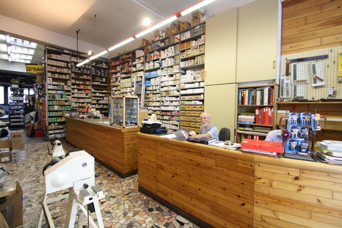 Foto del banco negozio e del personale